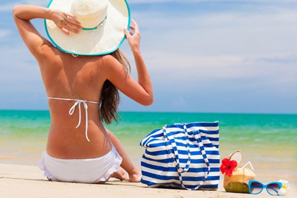 woman-beach-hat